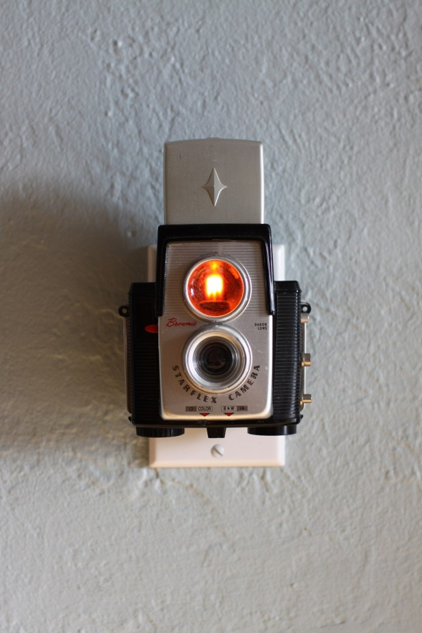 Kodak-Brownie-Starflex-camera-retro-luminaria
